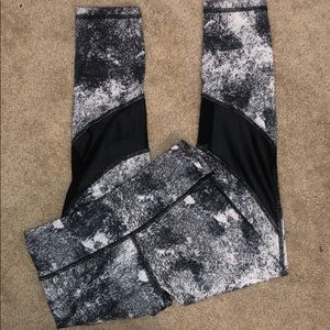 Cropped Patterned/Mesh Leggings